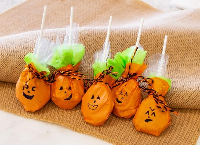 jack-lantern-lollipops-line.jpg